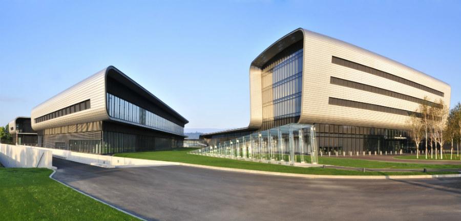Vacheron Constantin-La Manifattura Vacheron Constantin oggi, inaugurata il 9 agosto 2004 a Plan les-Ouates, alle porte di Ginevra. L'edificio, opera dell'architetto franco-svizzero Bernard Tschumi, funge anche da sede internazionale del marchio.