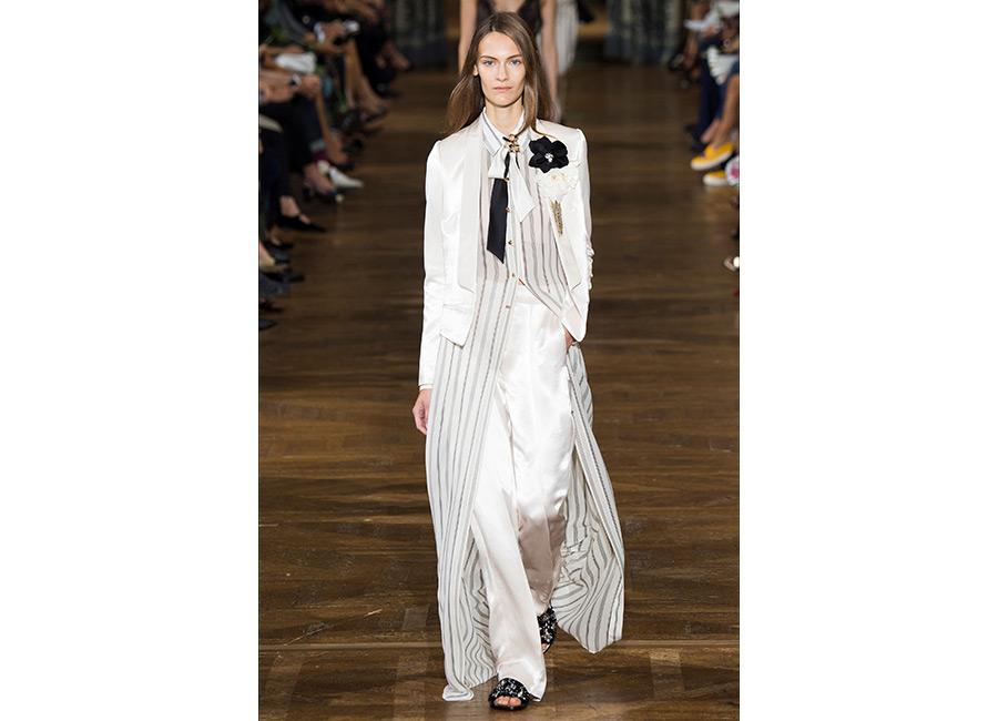 floreali-Lanvin_P/E 2017_ abito stripes B/W lungo e giacca maschile portato con fiore applicato