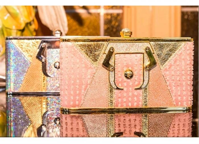 milano fashion week-2017-Paula Cademartori-clutch metallizzata dorata
