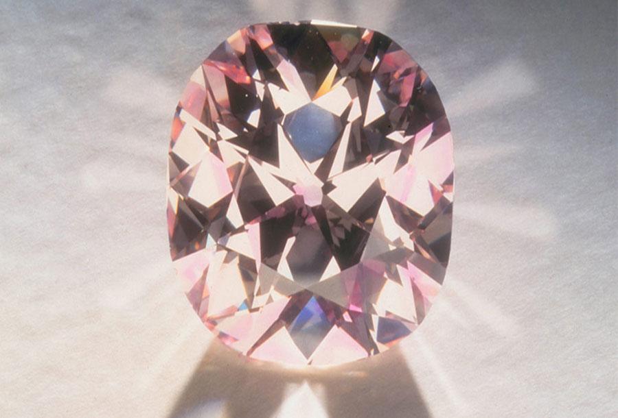 Al Thani-collezione-gioielli_diamante-agra-rosa-intenso
