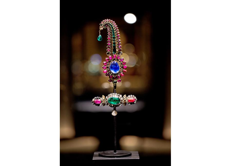 Al Thani-collezione-gioielli_gioiello-dalle-9-pietre