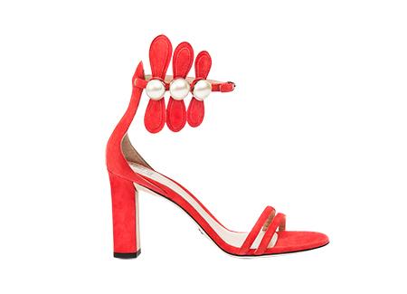 Paula-Cademartori-collezione-prefall-2017-sandalo-tacco-alto-cinturino-alla-caviglia-e-perle-applicate