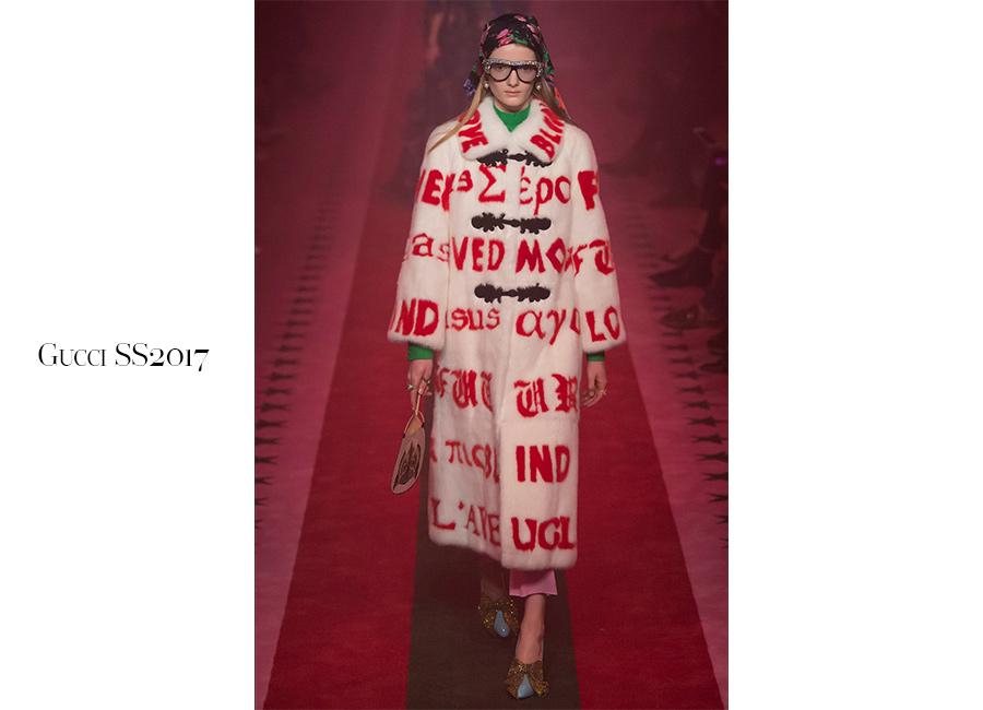 Pop-Gucci-SS2017-cappotto-stampa-scritte-pop-occhiali-da-vista-anni-60