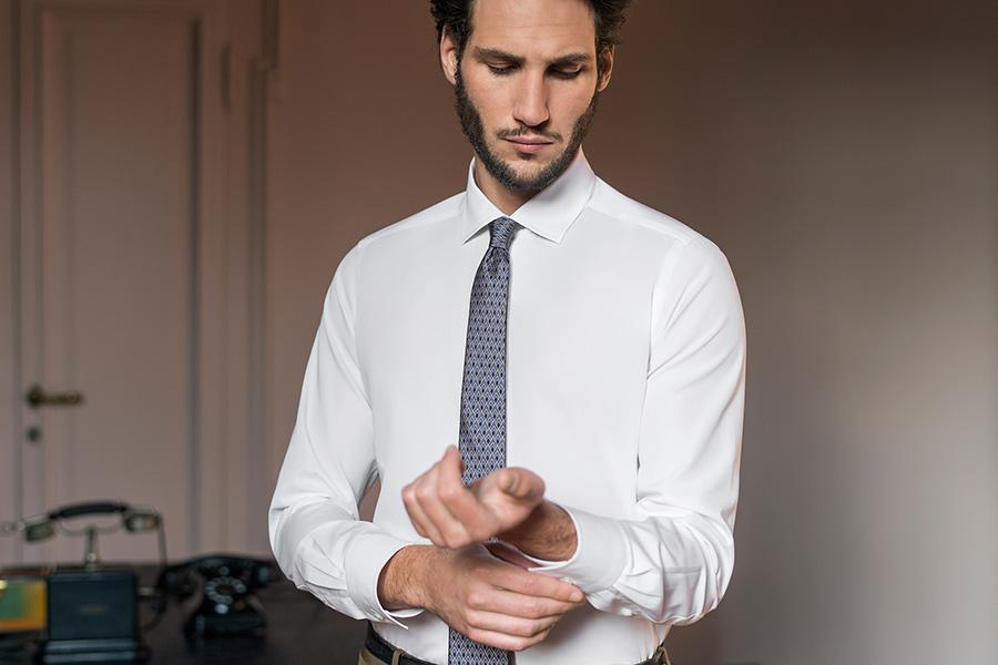Bagutta-modello-in-camicia-bianca-e-cravatta