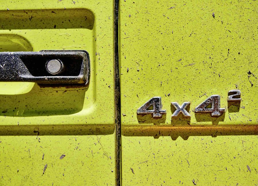 Classe G-Mercedes-immagine-del-logo-4x4-edizione-speciale-suv-colore-giallo