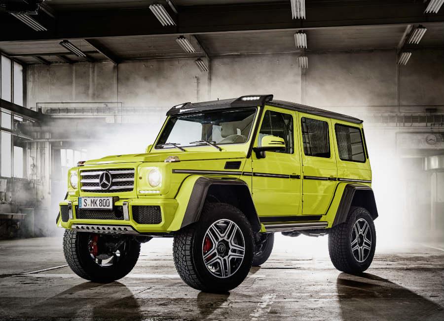 Classe G-Mercedes-suv-4x4-edizione-speciale-colore-giallo-all-interno-di-un-capannone