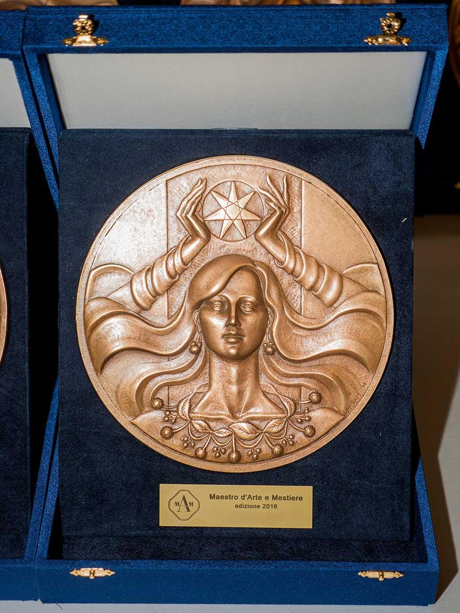 Franco-Cologni-fusione-in-bronzo-scuola-arte-medaglie