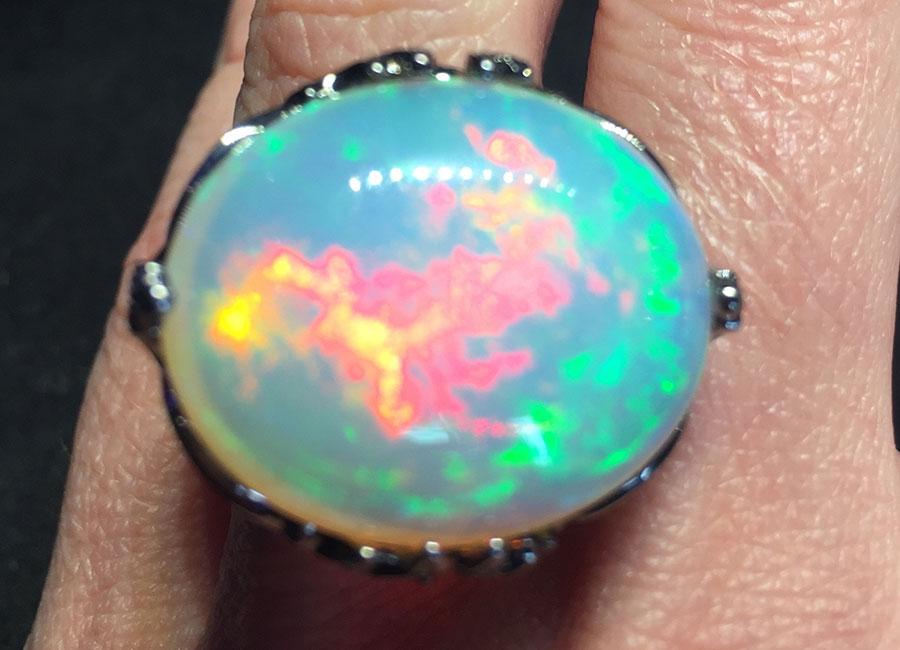 Lydia Courteille - Anello – Collezione Topkapi –Oro rodiato nero, opale bianco provenienza Etiopia (4.60 grs), zaffiri, rubini