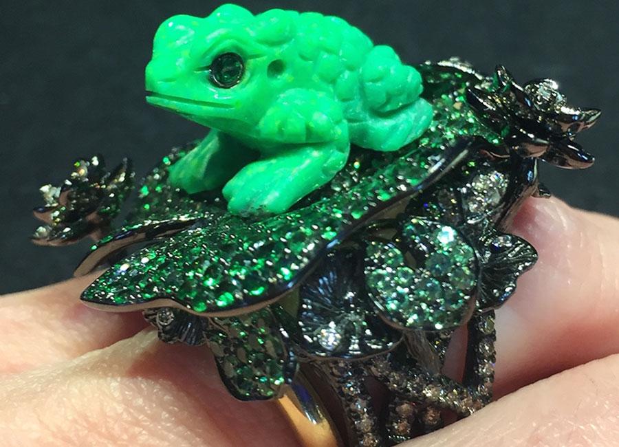 Lydia Courteille – Anello Collezione Amazzonia – oro rodiato nero, diamanti incolore, diamanti bruni, tsavoriti africane, turchese verde