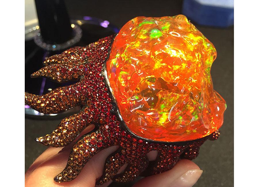 Lydia Courteille - Bracciale – Collezione Giardini Xochimilco – Oro rodiato nero, zaffiri arancio (36.22 cts), opale di fuoco messicano (22.08 grs)