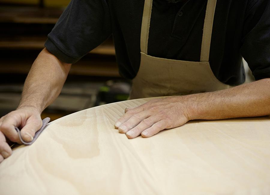 Romeo Sozzi-designer_artigiani-al-lavoro-sul-legno
