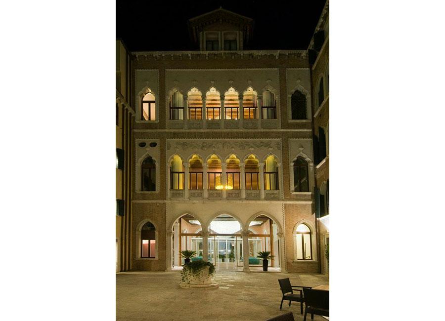 Sina Centurion Palace Hotel-ingresso hall vista dal cortile