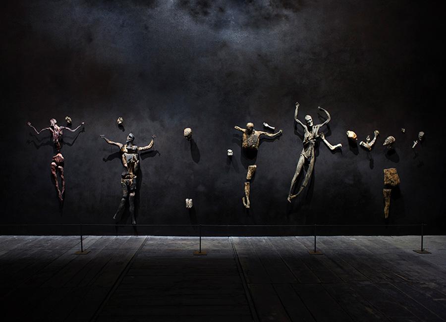 Arte: installazione all'interno del Padiglione Italia - il mondo magico