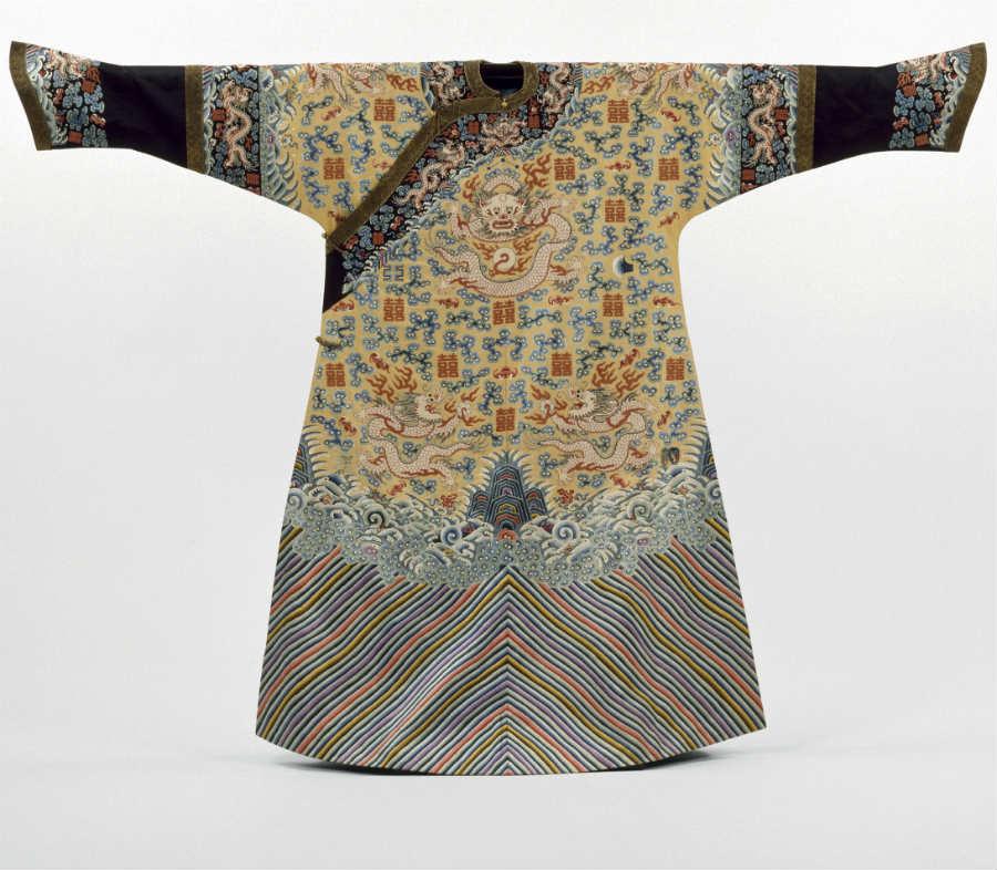 Monaco: Kimono dinastia Qing, credits Victoria and Albert Museum Londra