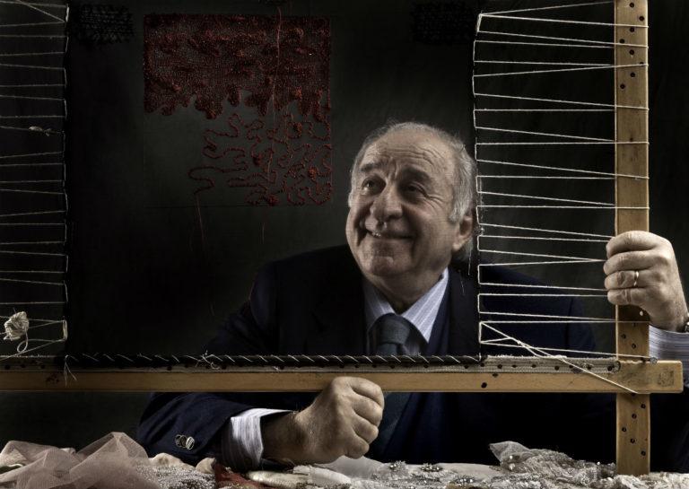 Ritratto del maestro Pino Grasso nel suo atelier milanese. © Laila Pozzo