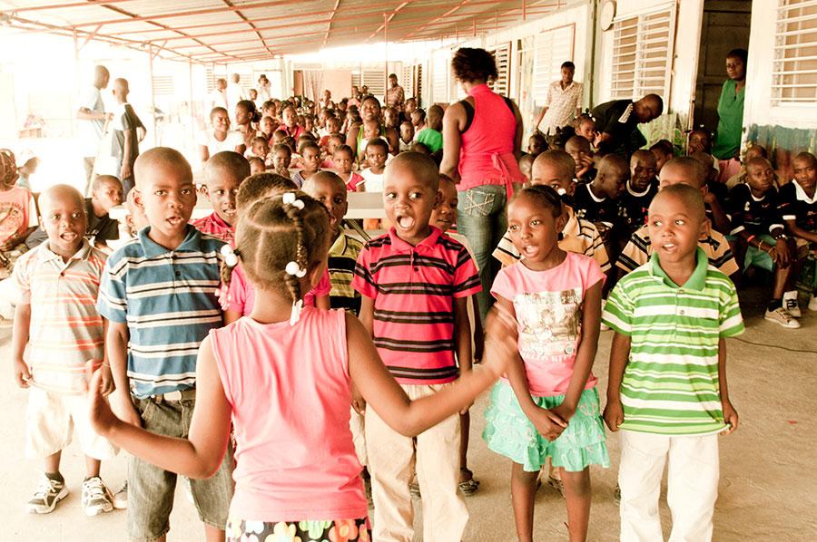 Teatro alla Scala-immagine-di-bambini-di-Haiti