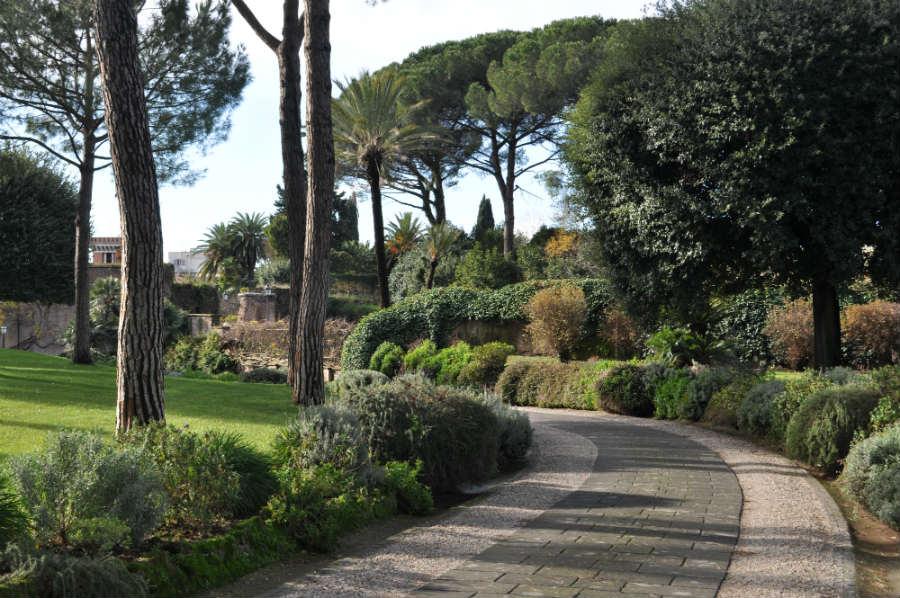 Villa-Aurelia-Roma-dimora-storica-ingresso-al-giardino