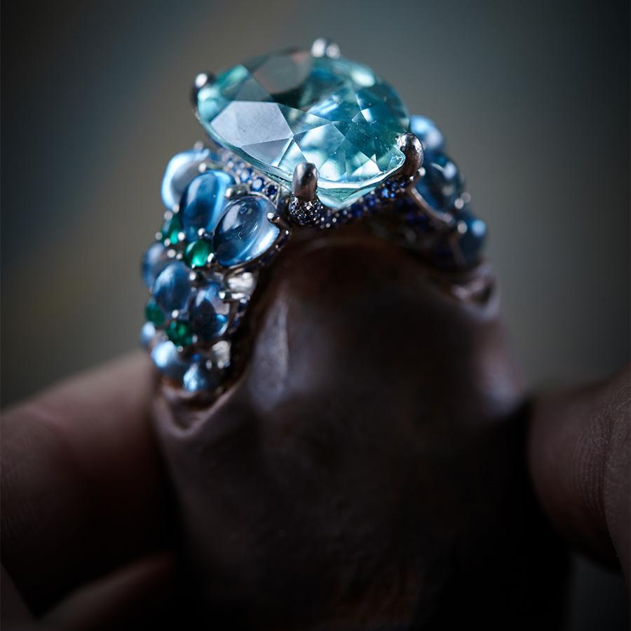 de Grisogono –Love on the Rocks – anello collezione di alta gioielleria con zaffiri.