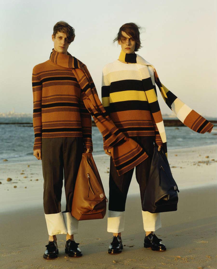 J.W. Anderson-modelli sulla spiaggia