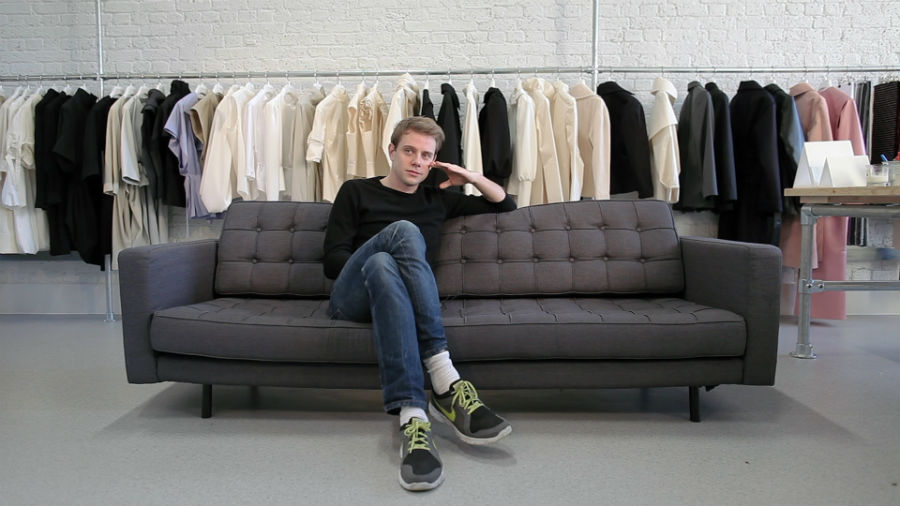 J.W. Anderson nel suo studio in Dalston Lane, East London