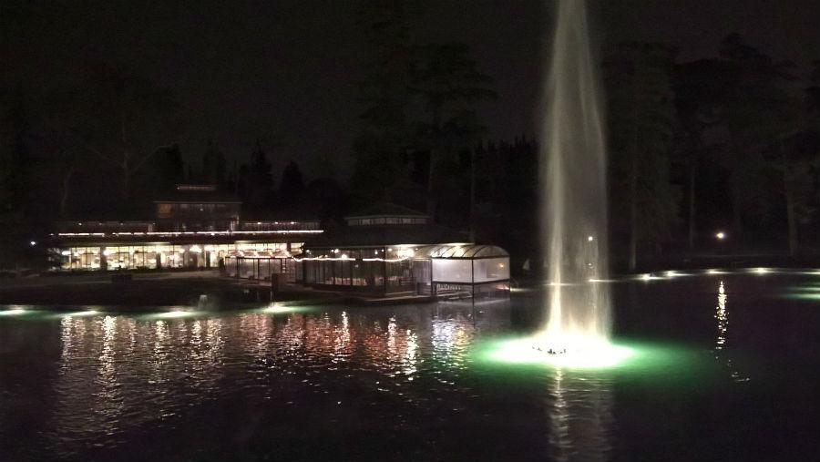 Villa dei Cedri - Il lago principale illuminato