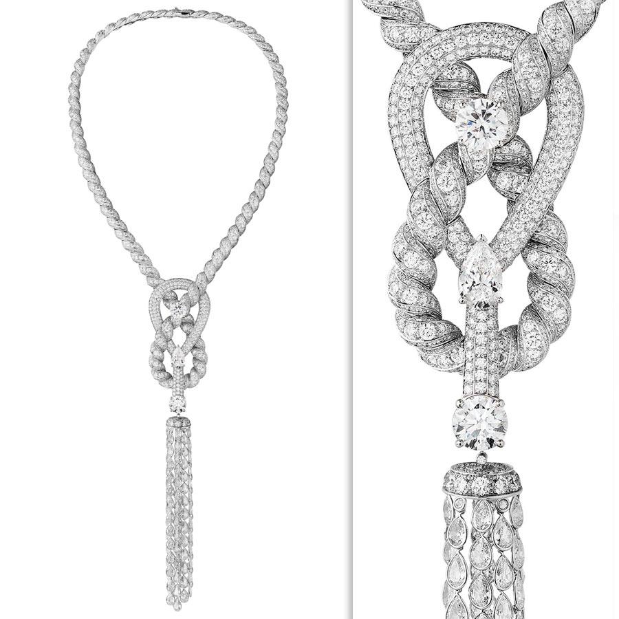 Alta Gioielleria: CHANEL Fine Jewelry - Flying Cloud - Endless Knot – collana in oro bianco con un brillante (3,51 cts), 2 diamanti taglio pera (totale cts 6,19), 2637 brillanti e 106 diamanti taglio a rosa.