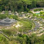 Tra canti, inni e cerimonie sacre si materializza il Resort di Amanjiwo sull'isola di Java