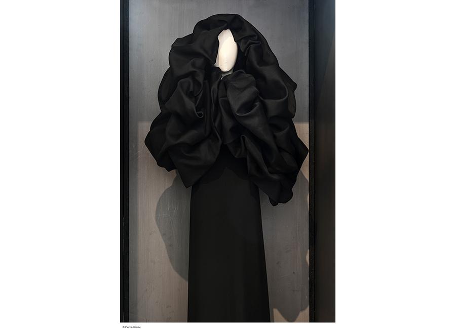 Balenciaga, abito nero inverno 1967 - Collection Palais Galliera - © Julien Vidal