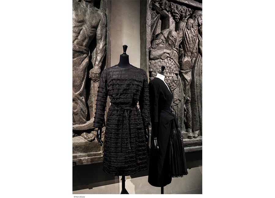 Balenciaga, abito da giorno, 1960 e abito in lana e taffetas, 1953 - Collection Palais Galliera - © Julien Vidal