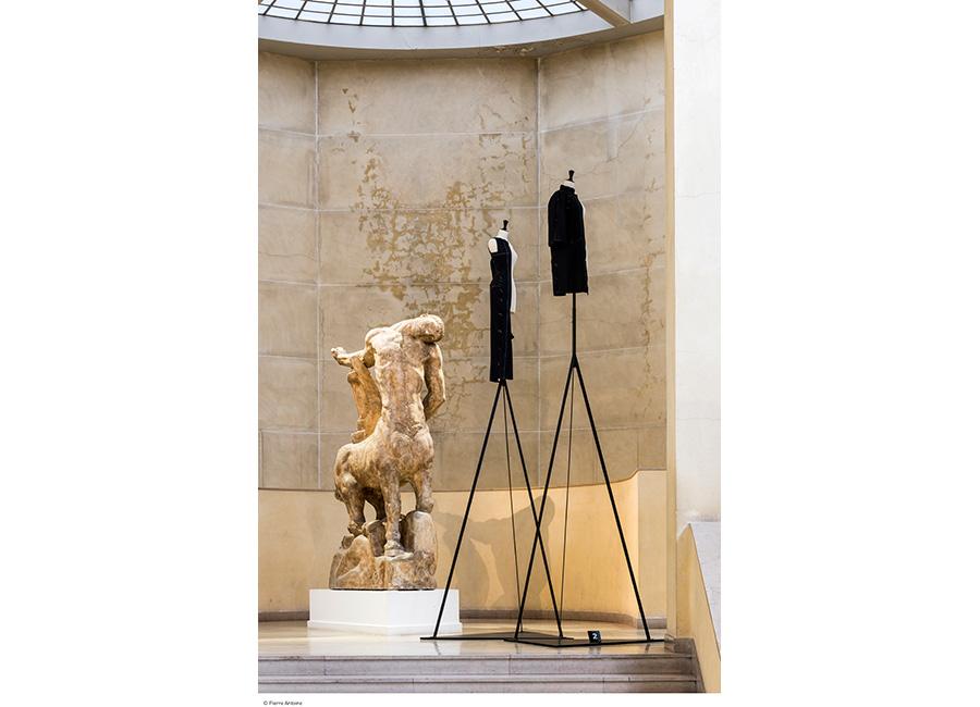 Balenciaga Archives Paris - statue e abiti