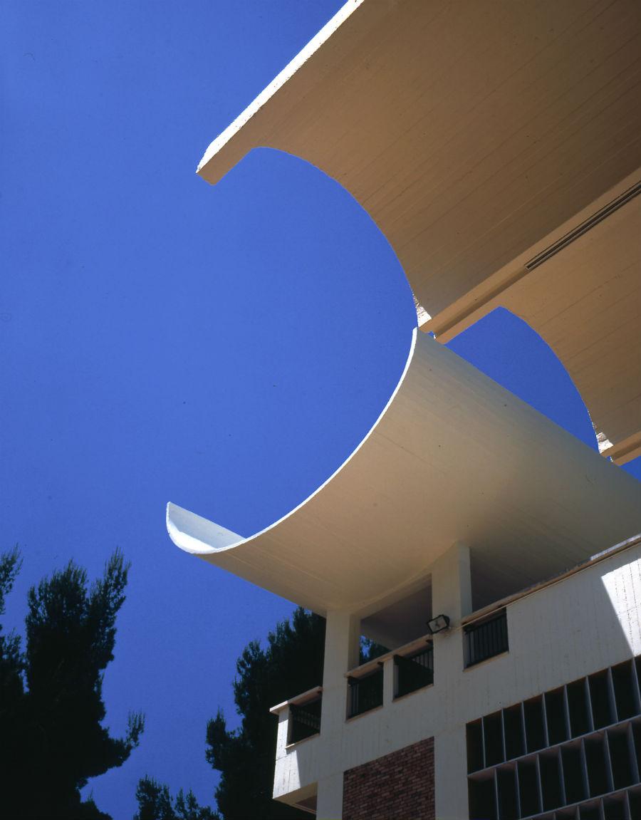 Fondazione Maeght - dettagli dell'architettura - Détail de l'architecture de la Fondation Maeght. Photo: Claude Germain © Archives Fondation Maeght