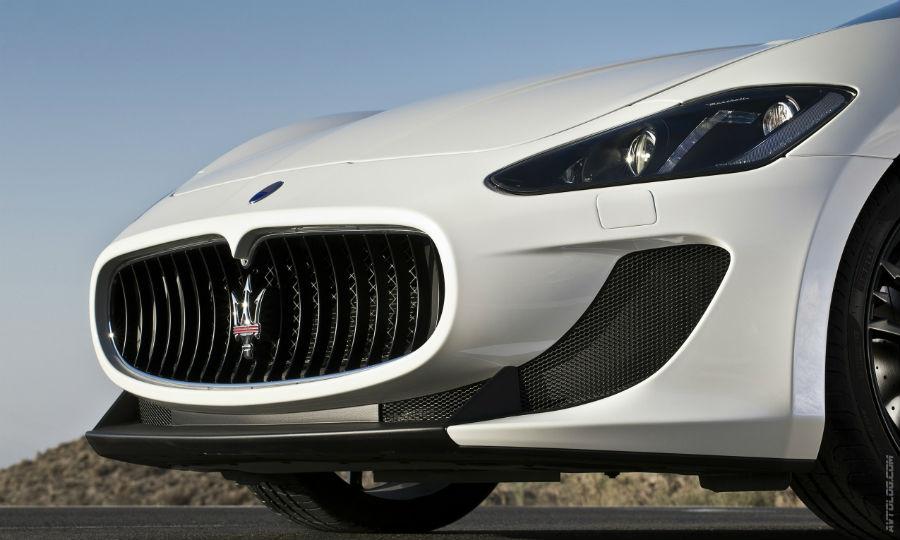 Maserati Grancabrio MC - paraurti con proiettori bi-xenon con sistema di lavaggio integrato e luci diurne a LED