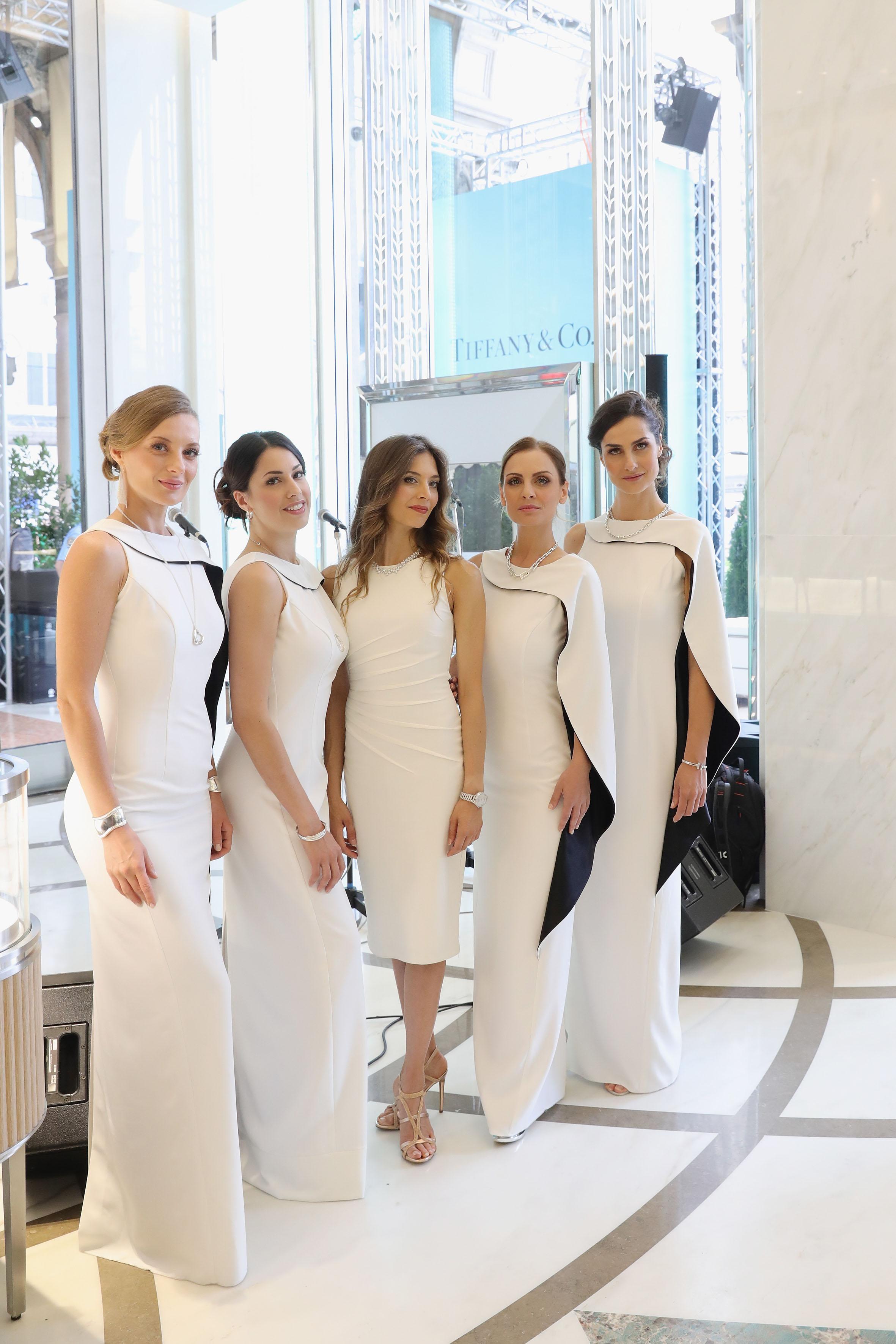 L'artista canadese Erika Lamay assieme alle Div4s indossano gioielli Tiffany & Co per inaugurazione della boutique di Piazza Duomo, Milano.Ph. Vittorio Zunino Celotto/ Getty Images for Tiffany & Co