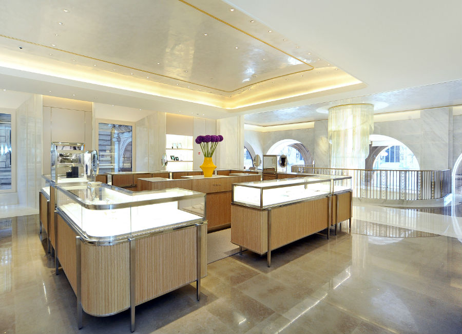 Tiffany & Co. - interno della boutique in Piazza Duomo a Milano