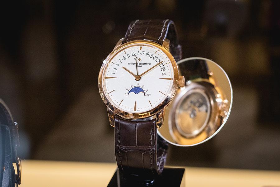 Alcuni degli orologi Vacheron Constantin in mostra nella boutique Pisa a Milano