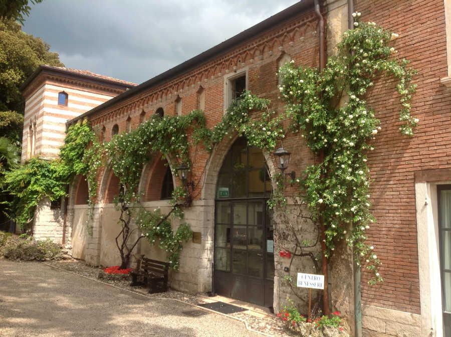 Villa dei Cedri-ingresso centro benessere