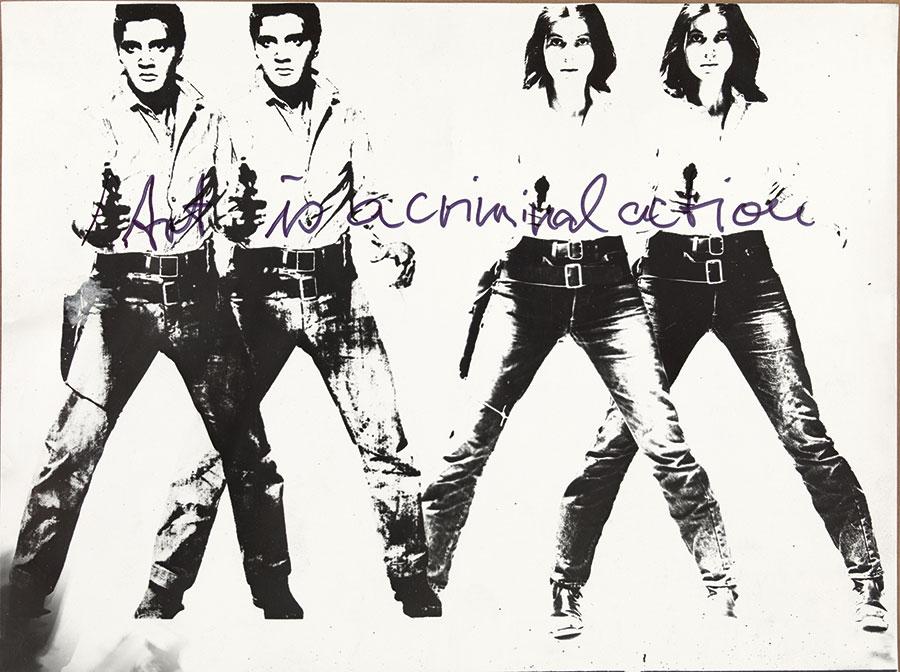 Donna - Fotografia dalla mostra Woman: The Feminist Avant-Garde of the 1970s - Ulrike Rosenbach Art is a criminal action No 4, 1969 b/w photography on barit paper © Ulrike Rosenbach / Bildrecht, Wien, 2016 SAMMLUNG VERBUND, Wien