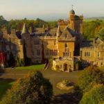 Kilt e cornamuse ci conducono nel Castello di Glenapp in Scozia