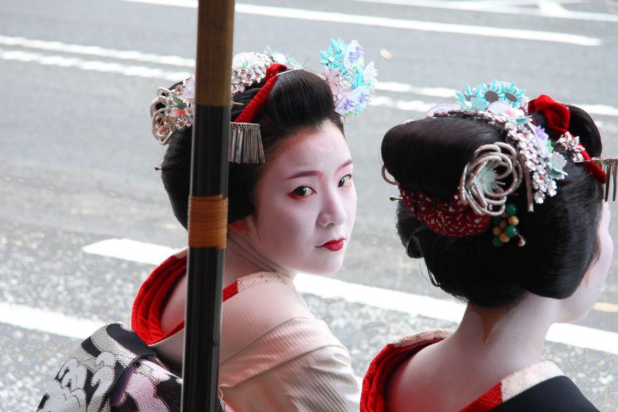 Donne orientali in kimono