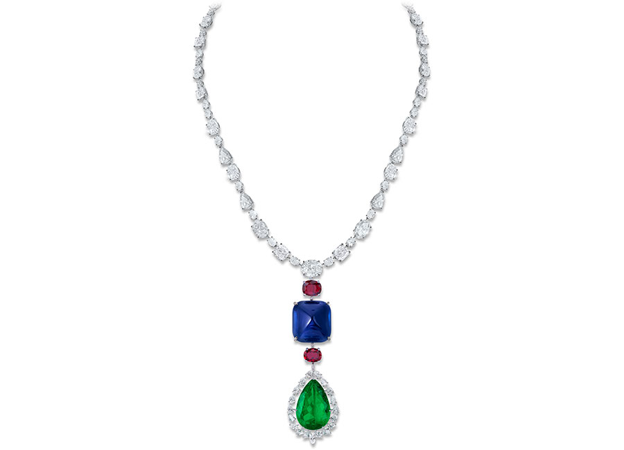 Biennale di Parigi - Moussaieff – Alta Gioielleria - Traffic Light - Il ciondolo ricorda le origini uzbeche della famiglia - smeraldo colombiano (43.86 cts ), zaffiro dello Sri-Lanka Sapphire ( 158.81 cts),rubini della Tailandia (4.02 e 5.16 cts), diamanti.