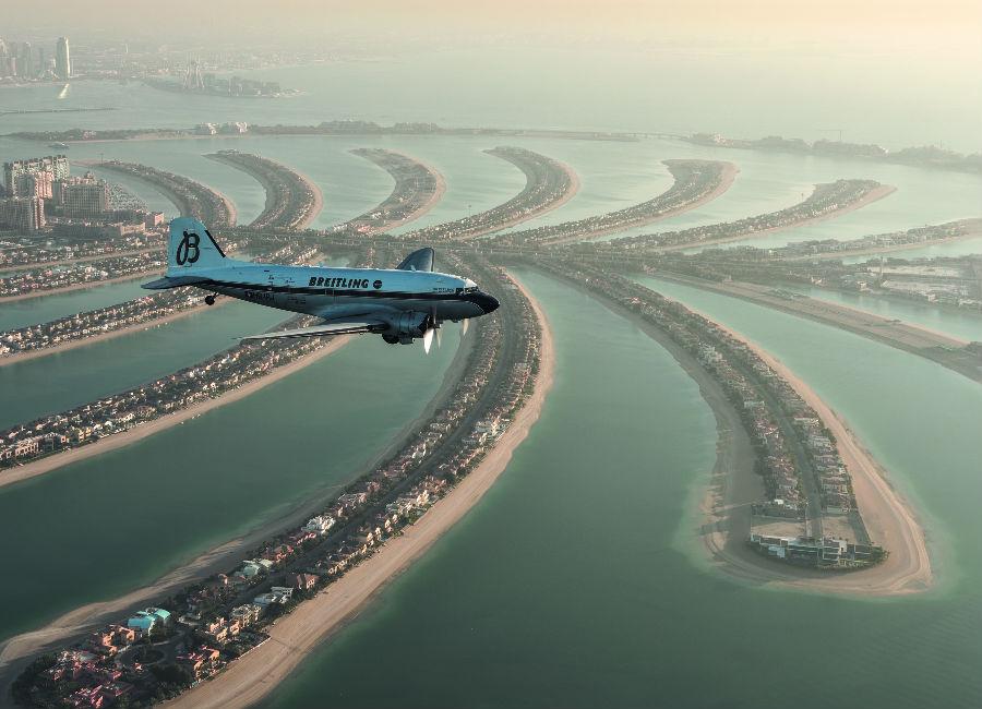 Breitling Navitimer DC-3 Il Douglas DC-3 in volo su Dubai