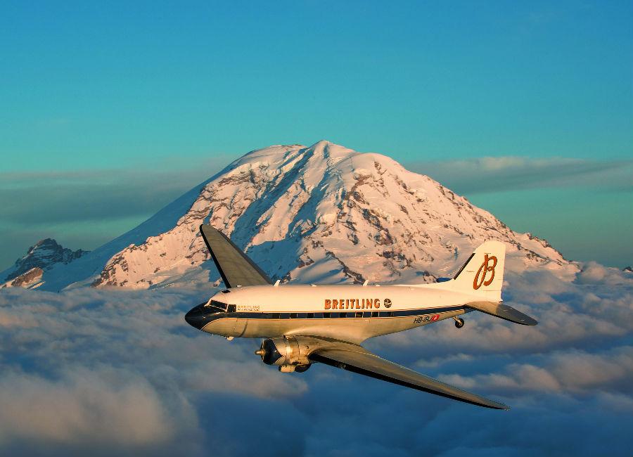 Breitling Navitimer DC-3 Il DC-3 sullo sfondo del Mount Rainier