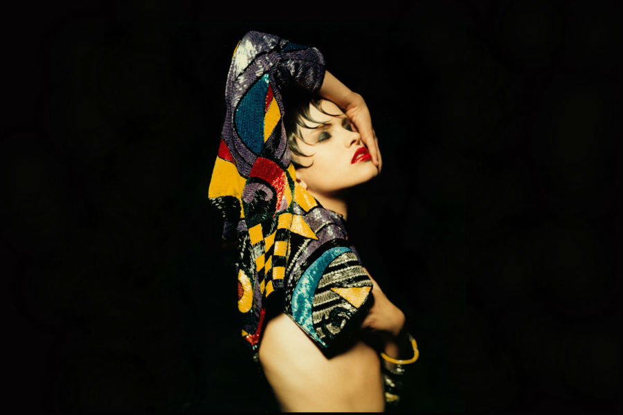 Gianni Versace- la modella Jenny Brunt posa per la copertina della rivista Donna n. 98 - ottobre 1989 - LE NOTTI DI KANDINSKIJ - credits Giovanni Gastel