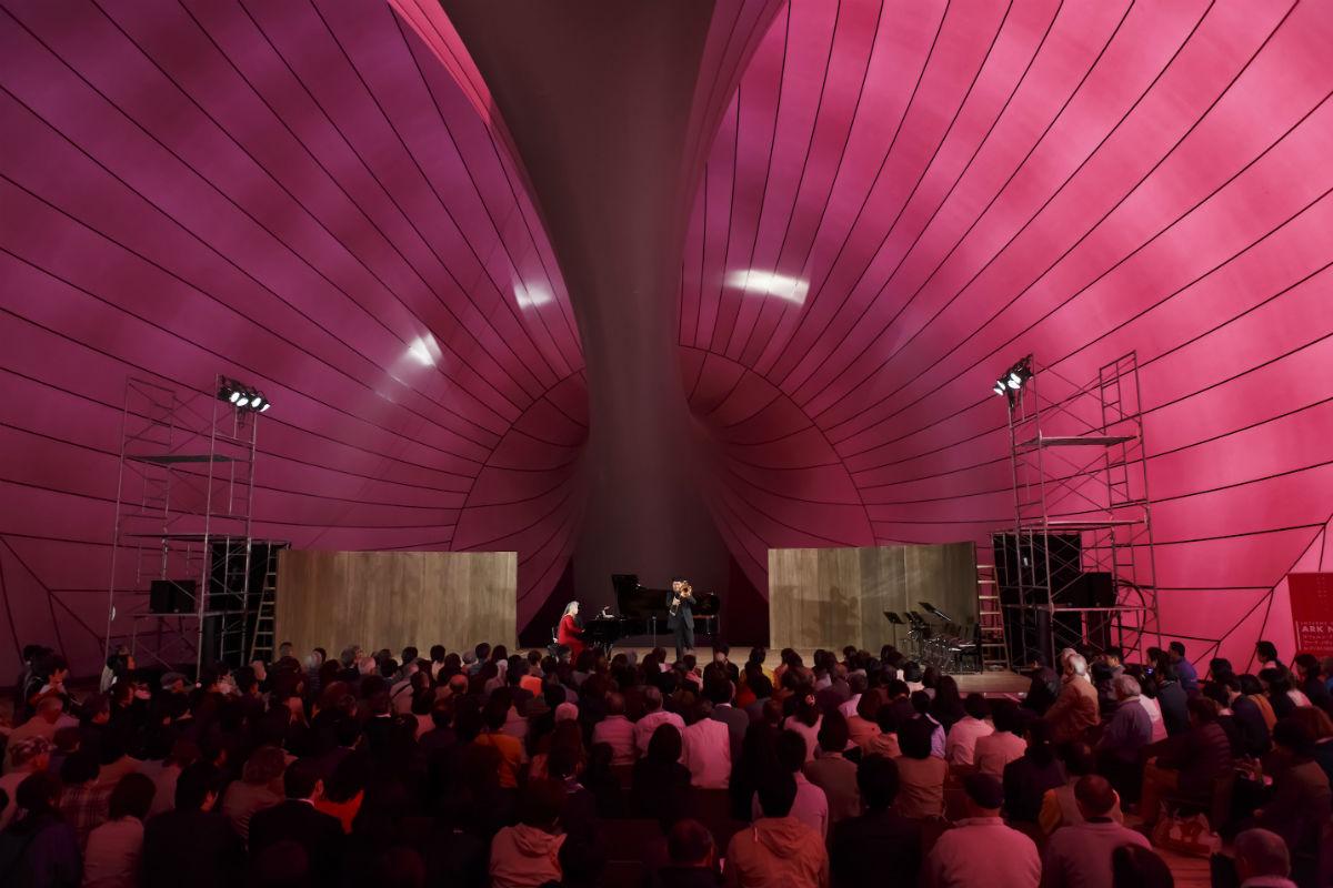 Grand Projects: How Far Will You Go?: interno del Lucerne Festival Ark Nova_ Event scene at Fukushima (2015)