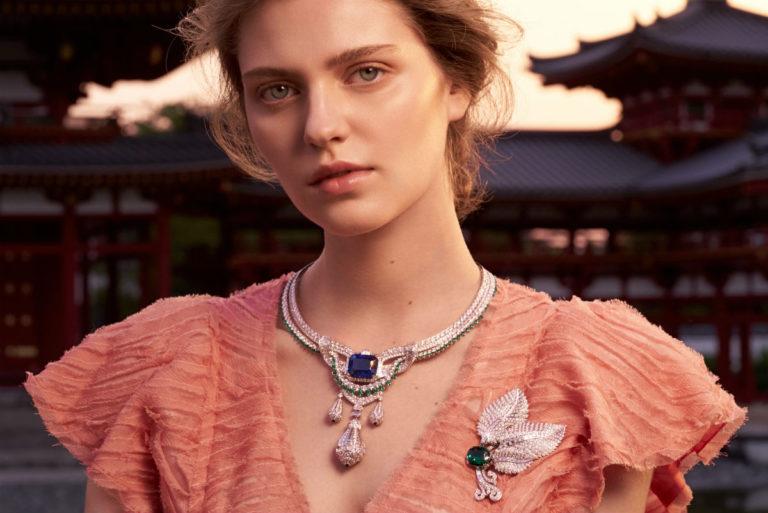 Van Cleef & Arpels - Modella indossa gioielli della Collezione alta gioielleria Le Secret