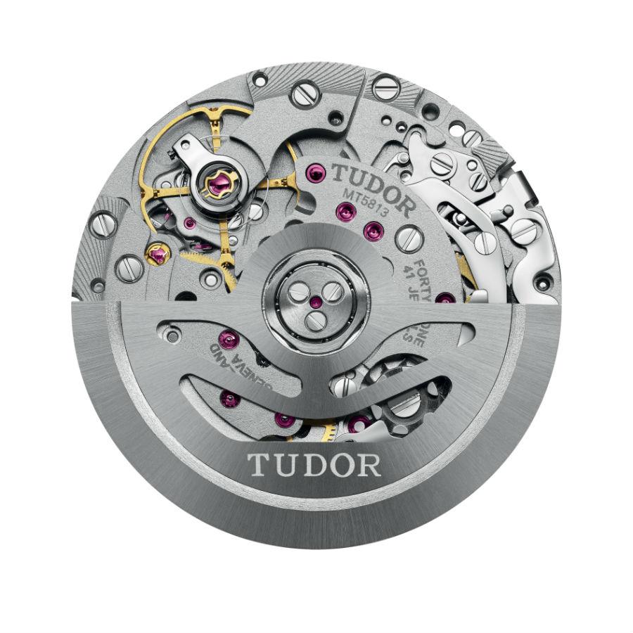 Il movimento cronografico di manifattura MT5813. Meccanico a carica automatica con rotore bidirezionale si avvale di un bilanciere a inerzia variabile e di una spirale in silicio.
