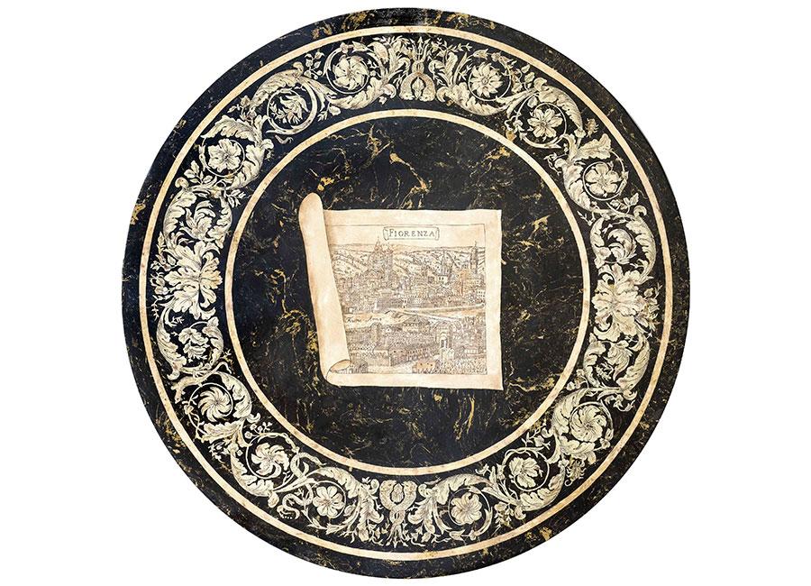 """Tavolino in scagliola marmorizzata e venata con mappa di """"Firenze antica"""". Esposto presso il rinomato hotel """"Four Seasons""""."""