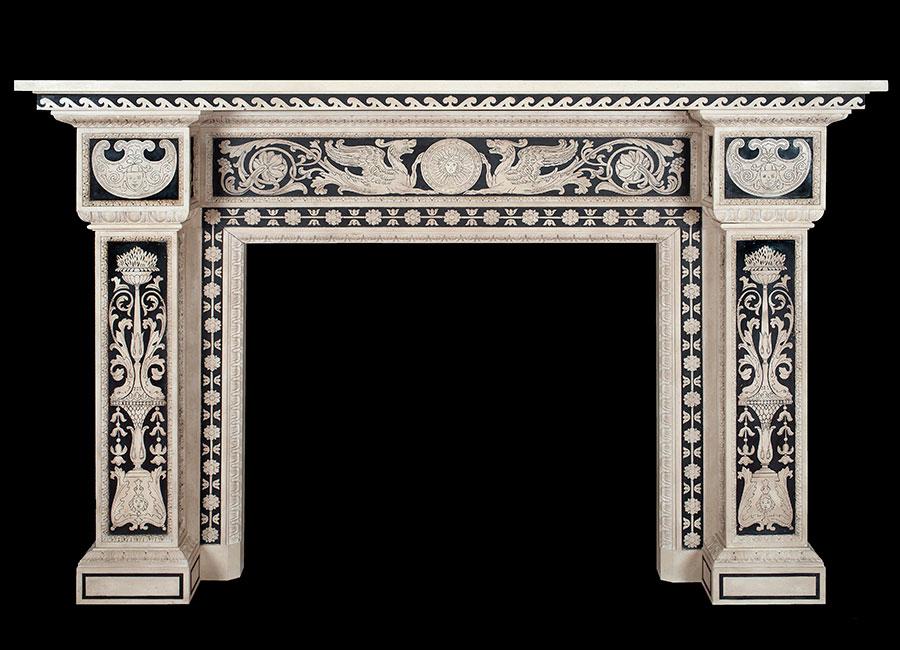 Un pregiato camino di marmo e scagliola realizzato dalla famiglia Bianchi finemente lavorato con la tecnica seicentesca del graffito in bianco e nero. © Bianco Bianchi