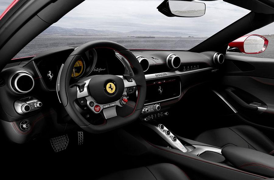 Ferrari Portofino in mostra al Salone IAA Francoforte - dettaglio sull'abitacolo anteriore interno