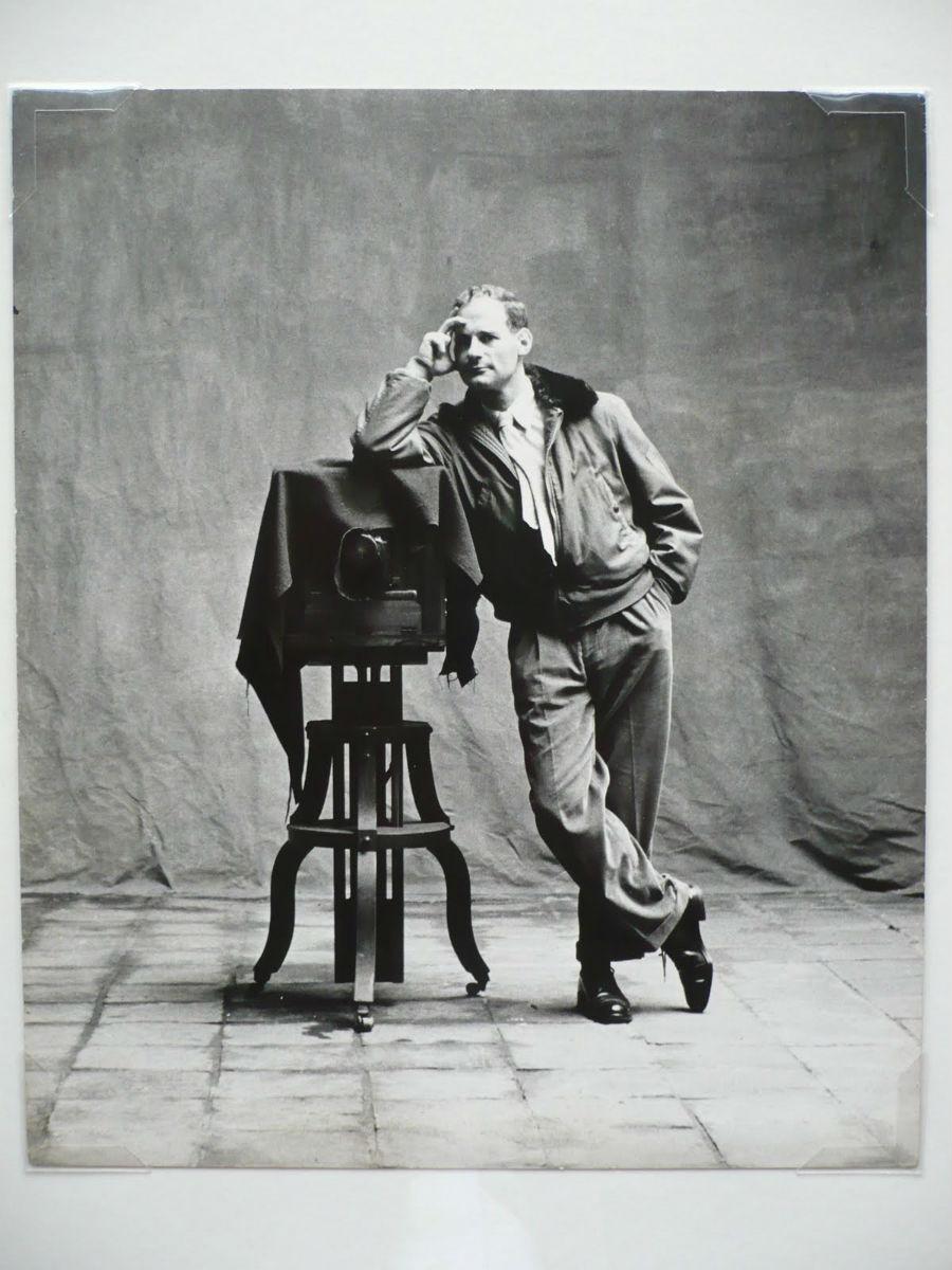 Irving Penn, Picture of Self [Autoportrait] Cuzco, 1948,épreuve gélatino-argentique 34 × 26,4 cm © Condé Nast